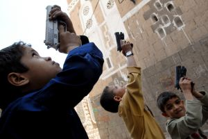 13-Yemen-Sanaa-Boys-Guns.jpg